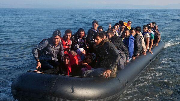 Uchodźcy z Bliskiego Wschodu przybywają na wyspę Lesbos - Sputnik Polska