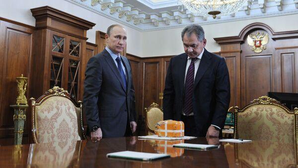 Prezydent Rosji Władimir Putin i minister obrony Siergiej Szojgu na Kremlu - Sputnik Polska