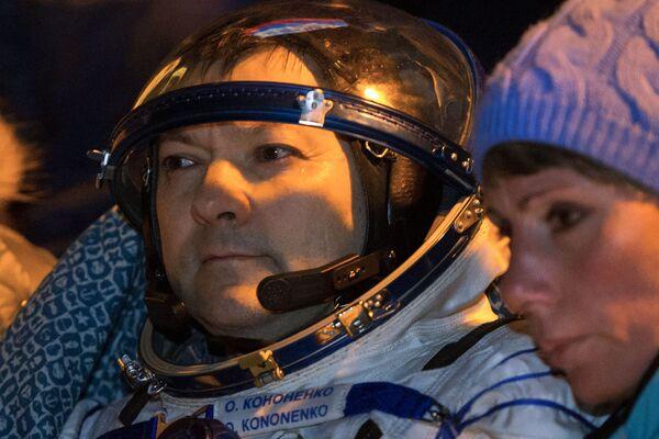 Rosyjski kosmonauta Oleg Kononienko po wylądowaniu załogowego statku Sojuz TMA-17M - Sputnik Polska