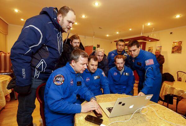 Translacja lądowania członków załogi Międzynarodowej Stacji Kosmicznej - Sputnik Polska