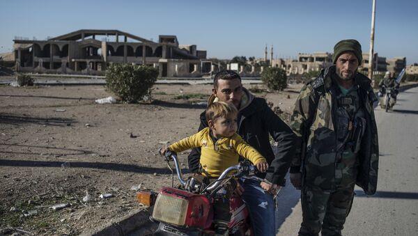 Mieszkańcy wsi w północno-wschodniej Syrii - Sputnik Polska