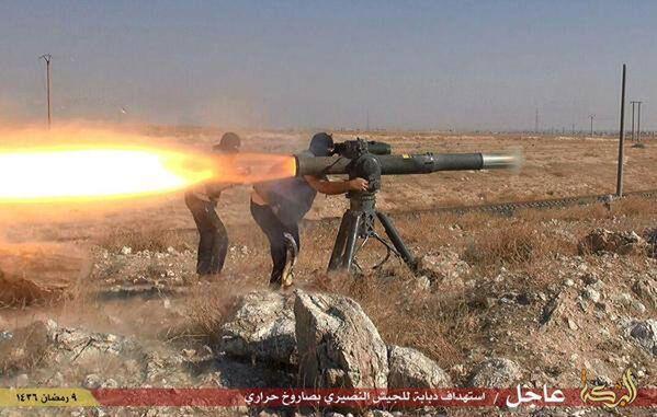 Bojownicy Daesh strzelają rakietę przeciwczołgową w pobliżu miasta Hassakeh na północnym wschodzie Syrii - Sputnik Polska