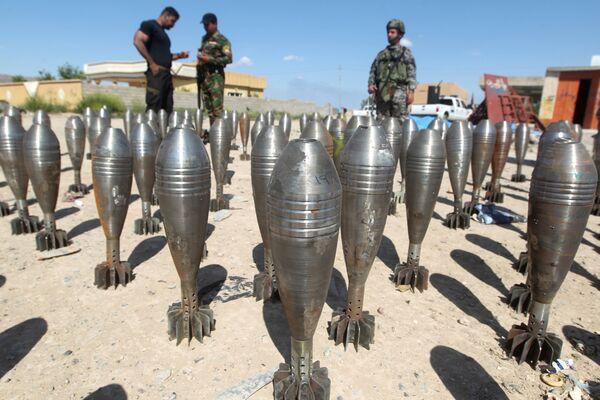 Iracja policja ogląda amunicję bojowników Daesh w Tikricie - Sputnik Polska