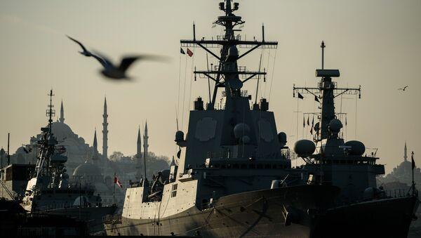 Okręty wojenne NATO w Bosforze - Sputnik Polska