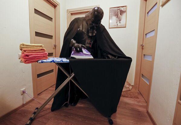Jedyną częścią stroju Vadera, wymagającą prasowania, jest płaszcz. - Sputnik Polska