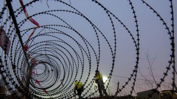 Drut kolczasty na granicy Austrii i Słowenii - Sputnik Polska