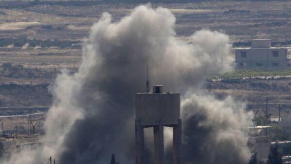 Wybuchy na miejscu walk między siłami lojalnymi i opozycyjnymi wobec reżimu Baszara al-Asada w Syrii - Sputnik Polska