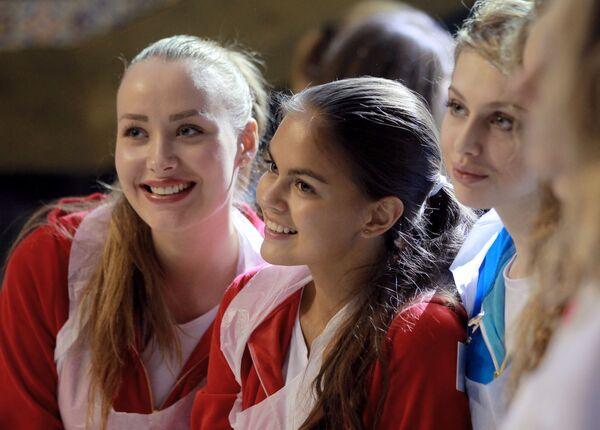 Uczestniczki konkursu Miss Rosja podczas warsztatów kulinarnych - Sputnik Polska