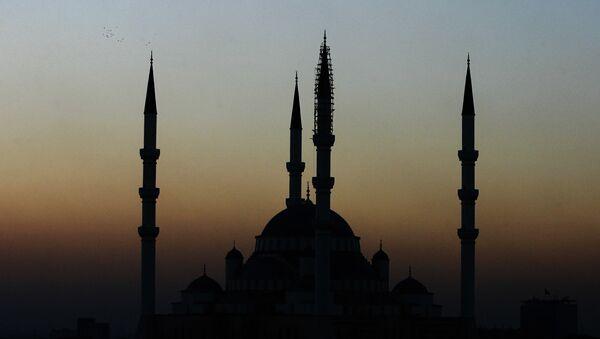 Widok meczetu Kocatepe w Ankarze o zmierzchu - Sputnik Polska