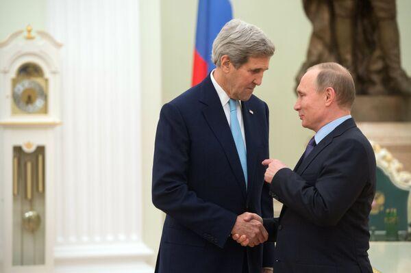 John Kerry i Władimir Putin podczas spotkania w Kremlu - Sputnik Polska