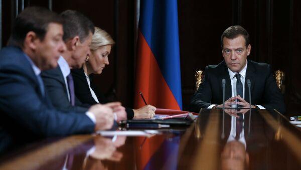 Premier Rosji Dmitrij Miedwiediew podczas narady z wicepremierami w rezydencji Gorki - Sputnik Polska