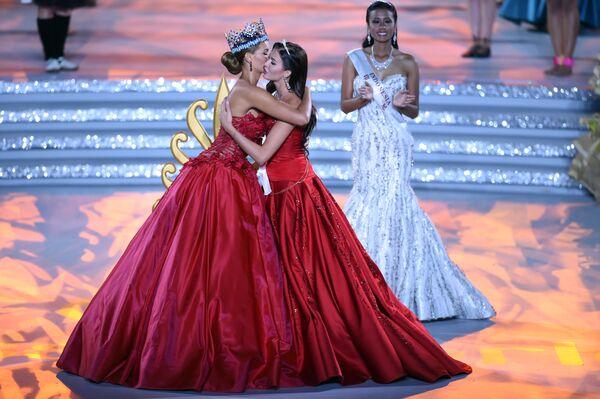 Była Miss World Jolene Strauss i Miss Russia Rosjanka Sofia Nikitchuk podczas konkursu Miss World 2015 w Chinach. - Sputnik Polska