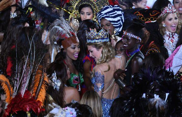 Miss World Mireia Lalaguna Rozo z Hiszpanii po ceremonii nagrodzenia. - Sputnik Polska