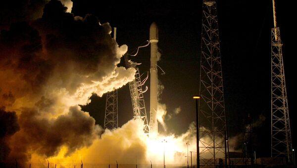 Start odnowionej wersji SpaceX Falcon 9 - Sputnik Polska
