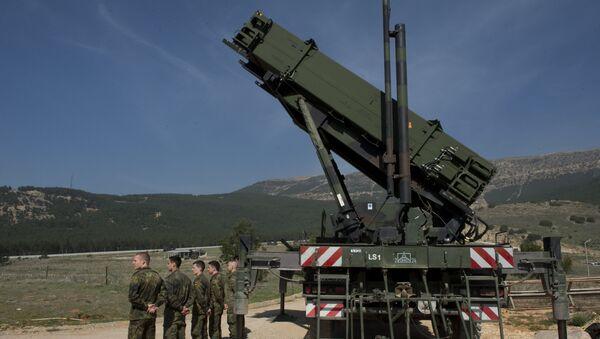 Niemieccy wojskowi obok zestawu rakietowego Patriot w Turcji - Sputnik Polska