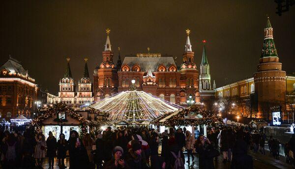 Bożonarodzeniowy Międzynarodowy Festiwal Iluminacji w Moskwie - Sputnik Polska