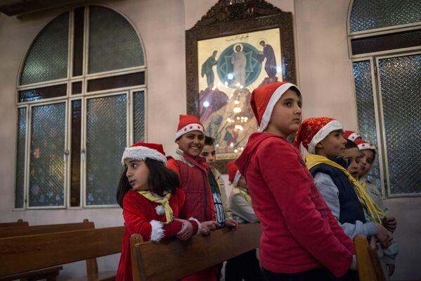 Mieszkańcy Damaszku obchodzą Boże Narodzenie - Sputnik Polska
