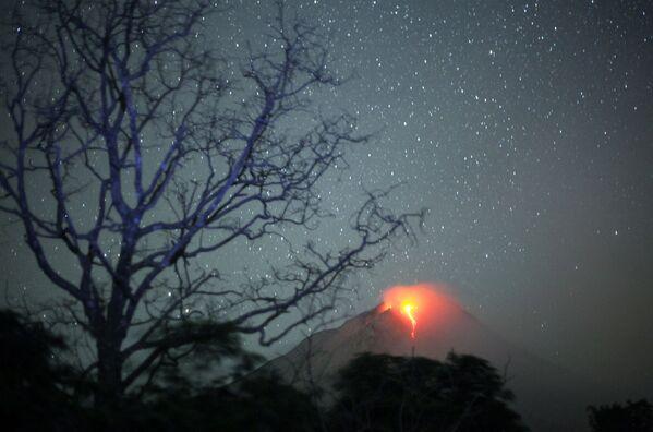 Krater wulkanu Sinabung - Sputnik Polska