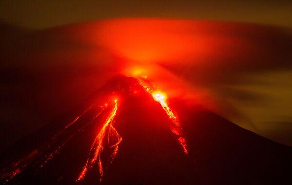 Erupcja wulkanu w stanie Colima w Meksyku - Sputnik Polska