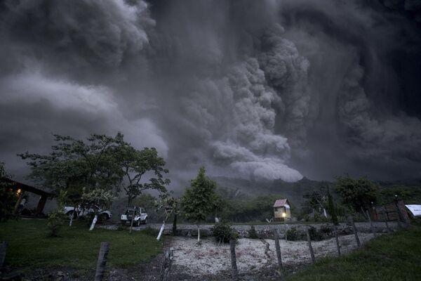 Erupcja wulkanu w stanie Colima w Chile - Sputnik Polska