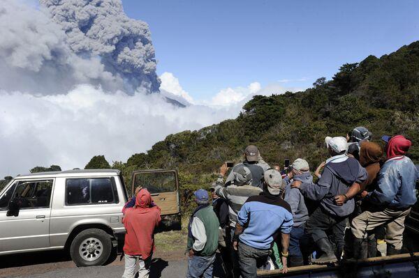 Erupcja wulkanu Turrialba w Kostaryce - Sputnik Polska