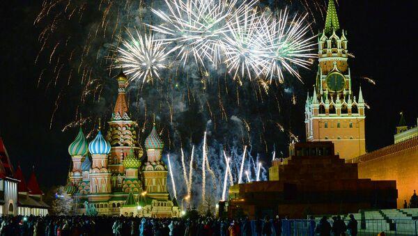 Fajerwerki podczas powitania Nowego Roku na Placu Czerwonym - Sputnik Polska