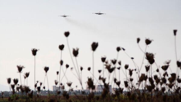 Rosyjskie samoloty startują z bazy lotniczej Hmelmin w Latakii, Syria. - Sputnik Polska