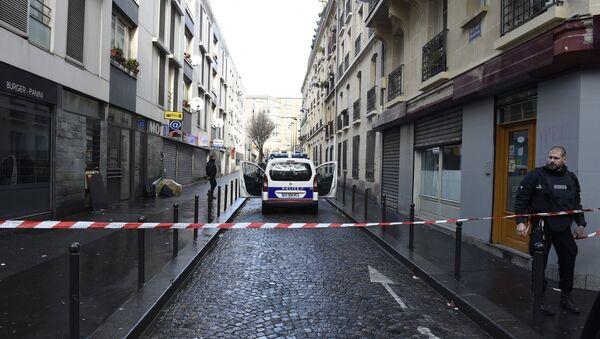 Mężczyzna z pasem szahida próbował przedostać się do komisariatu w Paryżu - Sputnik Polska