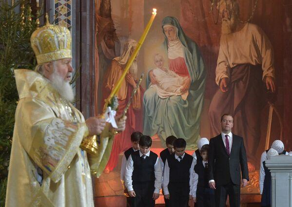 Premier Rosji Medvedev świętuje Boże Narodzenie - Sputnik Polska