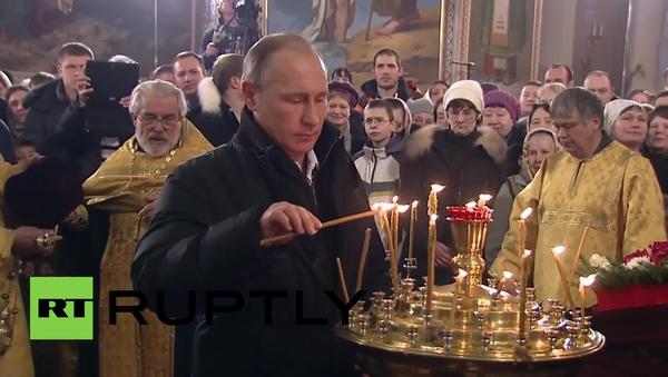 Rosja: Władimir Putin świętuje uroczystość Bożego Narodzenia - Sputnik Polska