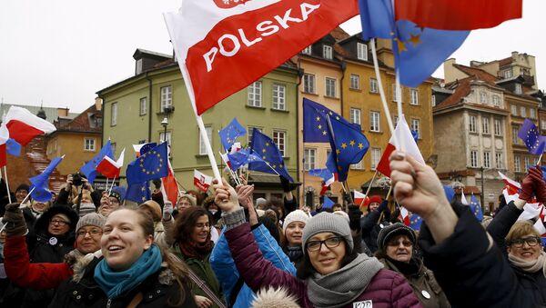 Uczestnicy protestów w Warszawie - Sputnik Polska