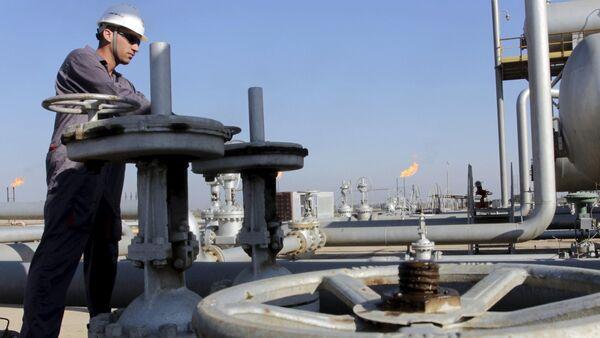 Wydobycie ropy naftowej w Iraku - Sputnik Polska