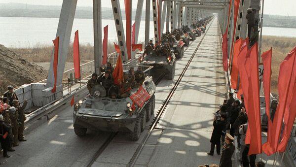 Ostatnia kolumna wojsk radzieckich z Afganistanu przecina granicę ZSRR - Sputnik Polska