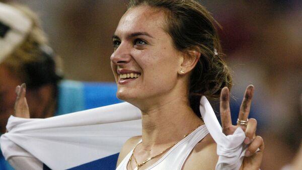 Rosjanka Jelena Isinbajewa po zdobyciu złotego medalu w skokach o tyczce na letnich Igrzyskach XXVIII Olimpiady - Sputnik Polska