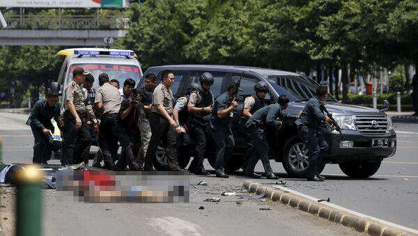 Policja na miejscu wybuchów w Dżakarcie - Sputnik Polska