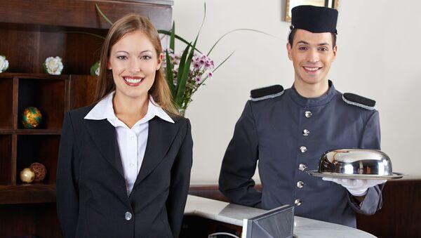 Personel hotelu na recepcji - Sputnik Polska