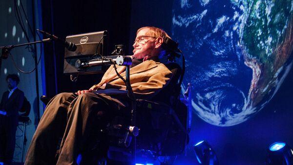 Brytyjski fizyk teoretyk Stephen Hawking na konferencji prasowej - Sputnik Polska