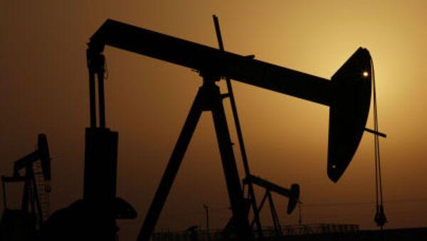 Wieże szybu naftowego nad Zatoką Perską w Bahrajnie - Sputnik Polska