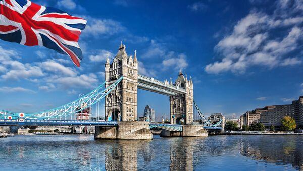 Widok na Tamizę i Tower Bridge w Londynie - Sputnik Polska