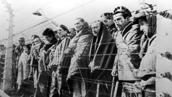 Więźniowie obozu koncentracyjnego w Oświęcimiu - Sputnik Polska