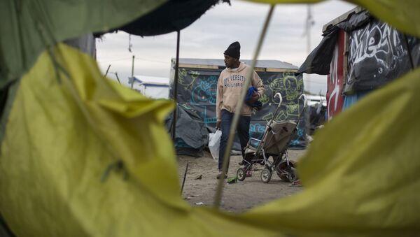 Obóz dla uchodźców w Calais, Francja - Sputnik Polska