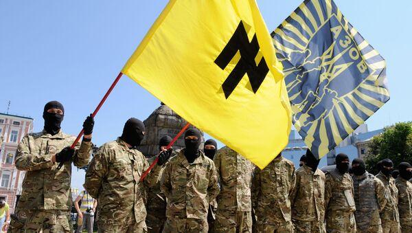 Bojownicy batalionu Azow w Kijowie przed wysłaniem na front Donbasu - Sputnik Polska