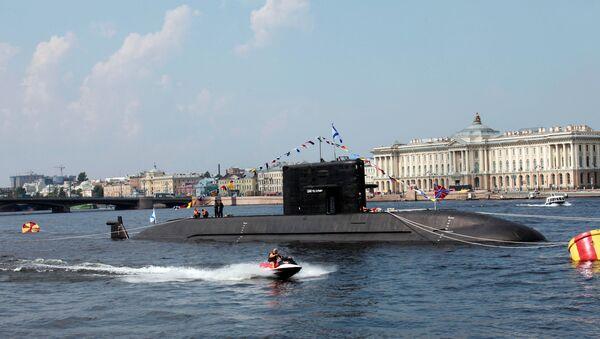Okręt podwodny z napędem dieslowym Sankt-Petersburg (projekt Łada) w akwenie Newy - Sputnik Polska