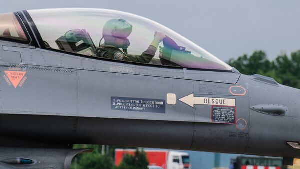 Holenderski myśliwiec F-16 - Sputnik Polska