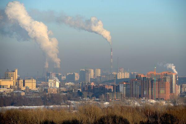 Widok na domy mieszkalne przy ul. Wybornaja i na nabrzeże rzeki Ob w Nowosybirsku - Sputnik Polska