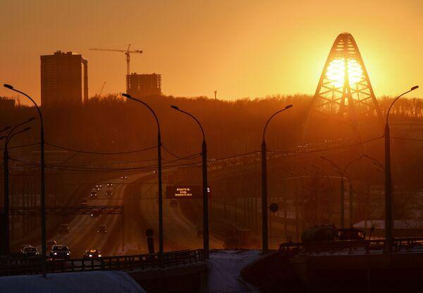 Most Bugrinski przerzucony nad rzeką Ob i prowadzące do niego drogi dojazdowe - Sputnik Polska