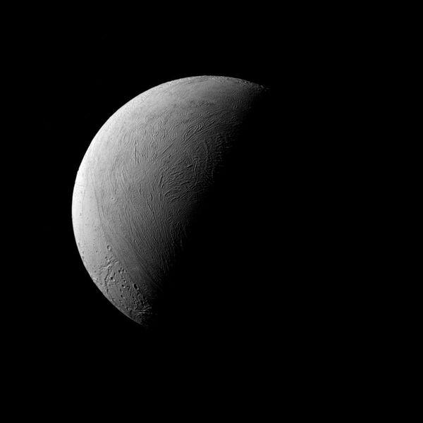 Enceladus – szósty pod względem wielkości naturalny satelita Saturna - Sputnik Polska