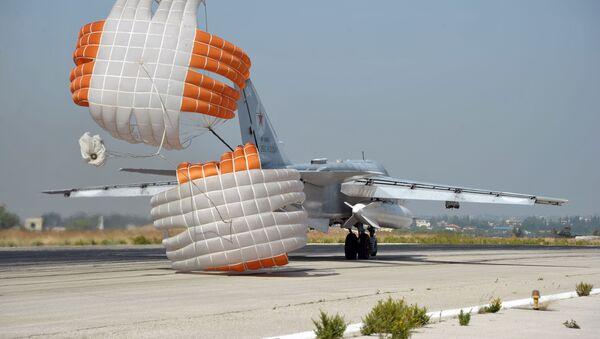 Rosyjski myśliwiec Su-24 w bazie lotniczej Hmeimim w Syrii - Sputnik Polska