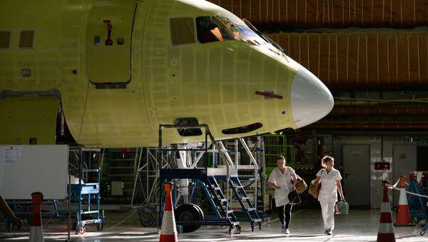 Montowanie samolotów Sukhoi Superjet w Komsomolsku nad Amurem - Sputnik Polska