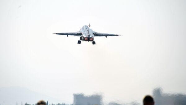 Samolot Sił Lotniczo-Kosmicznych Rosji w bazie lotniczej Hmeimim w Syrii - Sputnik Polska